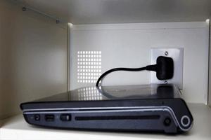 اتصال دائم شارژر به لپ تاپ