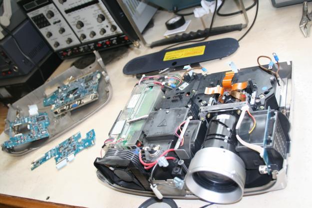 تعمیرات تخصصی پروژکتور